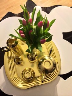 Tom Dixon Eclectic Tea Set in golden brass. It reminds me of the great gatsby.