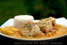 Receta del pescado encocado - Recetas ecuatorianas Almond Sauce Recipe, Coconut Sauce, Easy Fish Recipes, Seafood Recipes, Pickled Onions, Latin Food, Stuffed Hot Peppers, Main Meals, Entrees
