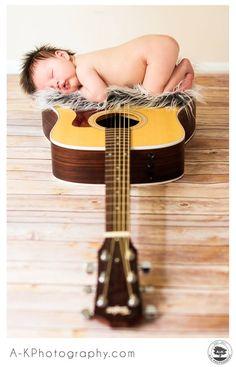 Cute newborn photo! but, with a banjo! OMG!