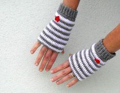 He encontrado este interesante anuncio de Etsy en https://www.etsy.com/es/listing/116076405/crochet-fingerless-gloves-mittens-pdf