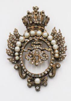 7c1a88223d2 Vintage DeNicola Heraldic Crest Crown Rhinestone Faux Pearl Brooch Pin