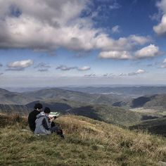 I love people using maps. I love maps. Do you use them sometimes?    14.09.2017 Bieszczady Mountains    #lgg4photography #lgg4 #mobilephoto #jesień #autumn #осень #горы #карпаты #góry #hory #mountains #berge #munti #bieszczadymountains #bieszczady #poloninacarynska #połoniny #caryńska #polishtravelblogs #głównyszlakbeskidzki #podkarpackie #podkarpackietravel #visitpodkarpackie #mountainsview #trailscalling #hikingtrail #bieszczadzkiparknarodowy #instatravel