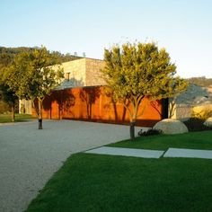Casa em Brito | Topos Atelier de Arquitectura Architecture Art Design, Amazing Architecture, Patio Central, Portugal, Small Outdoor Spaces, Living In Europe, Rural Area, Stone Houses, Facade House