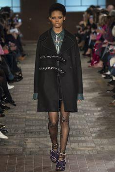 No. 21 Fall 2016 Ready-to-Wear Collection Photos - Vogue