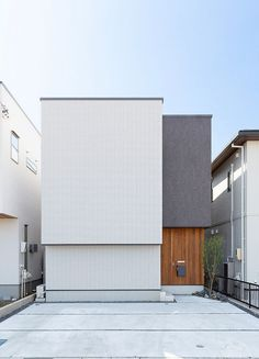 Minimal House Design, Small House Design, Dream Home Design, Japanese Architecture, Facade Architecture, House Paint Exterior, Exterior Design, Japanese Modern House, Townhouse Apartments