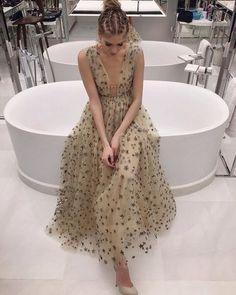 Dress Vestidos, Prom Dresses, Formal Dresses, Elegant Dresses, Garance, Valentino Dress, Photo Instagram, Instagram Feed, Carrie Bradshaw