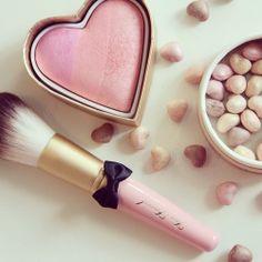 Maquiagem com corações pink para as fofuras românticas!