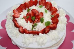 Jordgubbs- och marängtårta   Jennys Matblogg Meringue, Tart, Food And Drink, Birthday Cake, Sweet, Desserts, Merengue, Candy, Tailgate Desserts