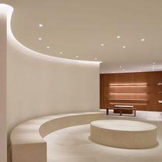 El diseador Londinense johnpawson ha creado un interior minimalista Cafe Interior, Shop Interior Design, Bathroom Interior Design, Retail Design, Store Design, Lounge Lighting, Futuristic Interior, Interior Minimalista, Hospital Design