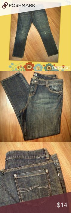 "Nwot! Lightly distressed Apt.9 jeans Never worn,  plus size 16, 28.5"" long Apt. 9 Jeans"