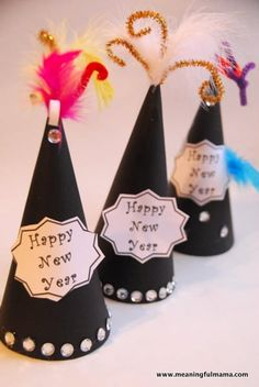 Every New Years Eve party needs a little bit of glitz, so make these Glitzy Party Hats for your party guests. These classy New Years Eve crafts for kids are easy to make, but the final result is fabulous. New Years Hat, Kids New Years Eve, New Years Eve Party, New Year's Crafts, Holiday Crafts For Kids, Kids Crafts, New Year's Eve Hats, Silvester Diy, New Year's Eve Activities