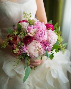幸せな花嫁さん♡ピンクのシャクヤクブーケのデザインまとめ | marry[マリー]