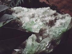 Such a stunning piece. 🌿 - Limoniume   limoniume