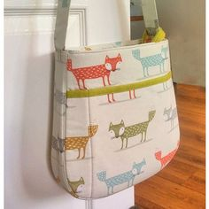 New bag pattern working well so far. Just a few more tweaks. Diy Sewing Projects, Sewing Tutorials, Sewing Crafts, Sewing Patterns, Bag Patterns, Sewing Ideas, Artist Bag, No Sew Curtains, Denim Bag