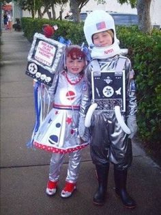 alien and astronaut costumes