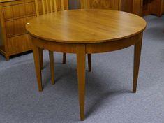 Esstische Rund Entwickelt Die Mit Vier Beinen Aus Qualität Holz So Dass Es  Mehr Haltbar Und