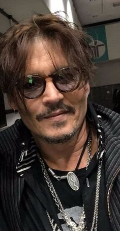Johnny Depp Kids, Young Johnny Depp, Here's Johnny, Hot Actors, Actors & Actresses, Johnny Depp Glasses, Johnny Depp Pictures, Harley Quinn Comic, Captain Jack Sparrow