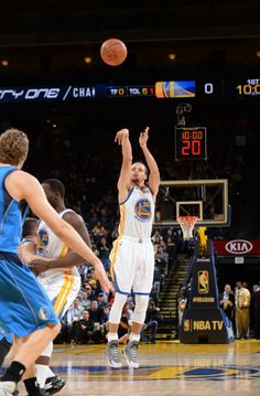 Curry scores season-high 51 as @Warriors come back from down 22 to win 128-114. Tyson had 21 & 17 for @dallasmavs .