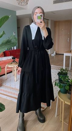 Old Fashion Dresses, Kpop Fashion Outfits, Skirt Outfits Modest, Korean Outfit Street Styles, Stylish Winter Outfits, Hijab Fashion Inspiration, Korean Fashion Trends, Gowns Of Elegance, Mode Hijab