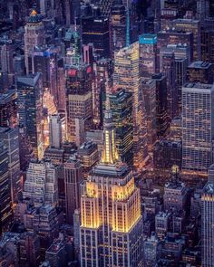 Empire State Building by Killian Moore - New York City Feelings
