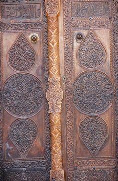 Mahmutbey camii/Daday/Kastamonu/// 1366 yılında Candaroğulları Beyliği hükümdarı Emir Mahmut Bey tarafından Cuma Camii olarak yaptırılmıştır. Dış duvarları moloz taştan yapılan caminin içi tamamen ahşap olup yalnızca mihrap kısmında alçı kullanılmıştır.