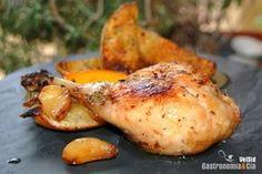 Ayer se nos hizo la boca agua al ver esta foto, y recién comprados que teníamos unos jamoncitos de pollo, no dudamos un instante en lo que comeríamos hoy, Pollo al horno con limón, ajo y tomillo. Es un plato que hacemos habitualmente, nos encanta el tomillo, nos encanta el ajo, y la receta de pollo al limón en sus distintas versiones.Además, cocinar al horno ya sabemos que reduce en muchos casos el trabajo en la cocina, así que es un plato muy práctico de hacer entre semana, sencillo pero de…