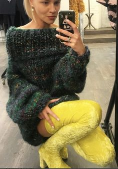 Knitwear Fashion, Sweater Fashion, Sweater Outfits, Gros Pull Mohair, Sheepskin Coat, Thick Sweaters, Mohair Sweater, Pullover, Autumn Fashion