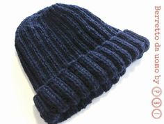 Come fare un cappello a mano? Come fare una sciarpa a maglia? Come fare un poncho in lana? Come fare un paio di guanti?  Il web pullula di ...
