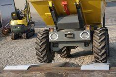 rampe edilizia Atv Motocross, Quad, Tractors, Monster Trucks, Vehicles, Quad Bike, Tractor, Vehicle