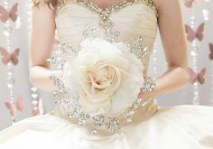 Fleurs de mariage - grands Bouquet de mariée Rose avec des perles argentées - Glamelia Compostite Bouquet - broche fabuleux Bouquet Alternative de soie