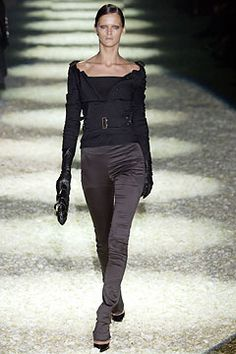 Gucci Fall 2003 Ready-to-Wear Collection Slideshow on Style.com