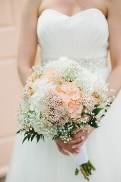 bouquet with hydrangea and baby's breath // photo by Braun Photography // http://ruffledblog.com/cincinnati-summer-wedding