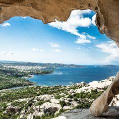 Eine atemberaubende Naturlandschaft, türkisblaues Wasser, romantische Sandbuchten, Pinienwälder und Steineichen — auf der ursprünglichen Insel Caprera wirst du dir vorkommen …