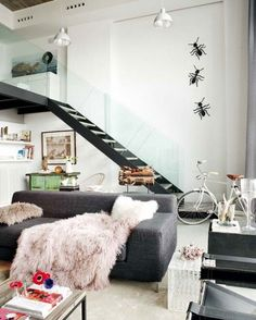 Unique is also the word to describe this beautiful loft located in Madrid, Spain. It's a two-leveled loft that was designed by Fernando Tapia and Monica Andina. The interior is both artistic and casual. Madrid, Open Space Living, Living Spaces, Living Rooms, Open Spaces, Sweet Home, Gravity Home, Loft Stairs, Loft Studio