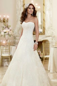 2015 Custom Made Strapless Semi Sweetheart Neckline Bridal Gowns Elegant A Line Cathedral Train Lace Beads Tulle Beach Wedding Dresses Olesa