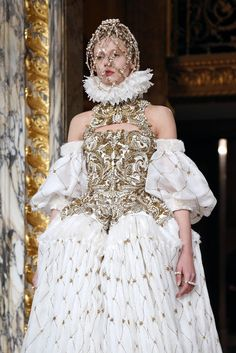 Alexander McQueen Hair and Makeup   Fashion Week 2013