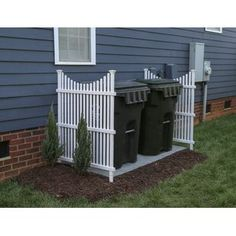 There are many easy front yard landscaping for homeowners that are easy to find. Either way you can have front yard landscaping that will take minimal work. Backyard Fences, Front Yard Landscaping, Diy Fence, Front Yard Decor, Front Yard Ideas, Fenced In Backyard Ideas, Front Yard Patio, Mobile Home Landscaping, Mulch Landscaping