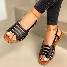 Outfits Kombinieren, Roman Sandals, Peep Toe Flats, Gladiator Heels, Beach Shoes, Leather Flats, Womens Flats, Casual Shoes, Lady
