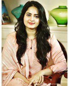 Awww she looks absulutely cute in this lipgloss Most Beautiful Bollywood Actress, Beautiful Actresses, Bengali Bridal Makeup, Indian Natural Beauty, Hollywood Model, Actress Anushka, Cute Beauty, Beauty Care, Indian Celebrities