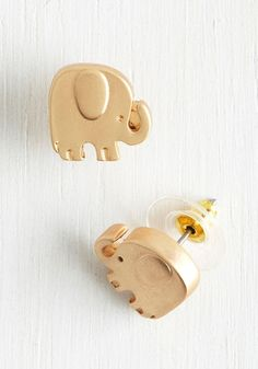 Super Stylish Products Every Elephant-Lover Needs To Own Adorable elephant earrings. Sapphire Earrings, Dainty Earrings, Unique Earrings, Vintage Earrings, Gold Earrings, Cute Jewelry, Jewelry Accessories, Stylish Jewelry, Fashion Jewelry