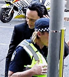 Tom Hiddleston on set in Brisbane (23.08.2016). Gif-set (by tomhiddleston-gifs): http://tomhiddleston-gifs.tumblr.com/post/149341433544/x-bonus