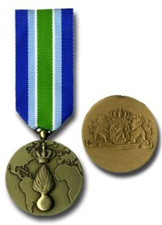 The Military Police (Marechaussee) medal was instituted for those who served in the Military Police in operational circumstances during a prolonged stretch of time. After the Navy in 1985 all other military arms followed with their operational service medals.