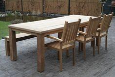 Tuinset Java met Kellas stapelstoelen. Verkrijgbaar bij de Teakspecialist.