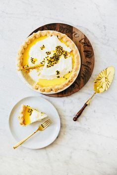 passionfruit curd pie - hummingbird high || a desserts and baking blog