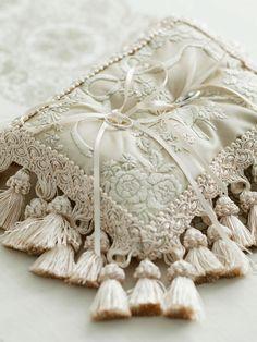 ケイタ マルヤマ 青山/タッセル Ring Holder Wedding, Ring Pillow Wedding, Wedding Pillows, Wedding Rings, Ring Bearer Pillows, Ring Pillows, Decorative Trim, Pin Cushions, Wedding Accessories