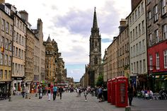 Edinburgh's Royal Mile may be the city's most-visited street, but it's still got lots of secrets. Here are 10 things you didn't know about the Royal Mile! Scotland Hotels, Scotland Travel, Scotland Trip, Cool Places To Visit, Places To Travel, England Ireland, Travel Activities, Fun Activities, Travel Channel
