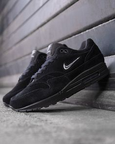 "The @nikesportswear Air Max 1 ""Midnight Diamond"" dropped today! Who copped? : by @sizeofficial ✒ #99kicksde for shoutout Facebook/Twitter/Pinterest: 99kicksde 99kicks.com #nike #airmax #nikeairmax #nikeair #follow4follow #TagsForLikes #photooftheday #fashion #style #stylish #ootd #outfitoftheday #lookoftheday #fashiongram #shoes #kicks #sneakerheads #solecollector #soleonfire #nicekicks"