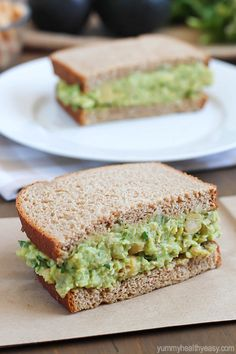 light and healthy sandwich made with smashed chickpeas, avocados and herbs.A light and healthy sandwich made with smashed chickpeas, avocados and herbs. Avocado Recipes, Lunch Recipes, Vegan Recipes, Cooking Recipes, Salat Sandwich, Chickpea Salad Sandwich, Healthy Snacks, Healthy Eating, Healthy Sandwiches
