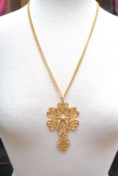 Vintage 50s 60s Gold Medallion Filigree Necklace by MyBlueBag