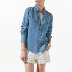 CAMISA JEANS COM SPIKE Camisa jeans com spike, está de volta com tudo, peça tem-que-ter! Fácil para combinar, deixa seu Vizuw, atualizadíssimo, além, de ser uma peça coringa, pois usa-se o ano todo, tanto no verão quanto para o inverno! Para o verão uma boa pedida, é usar esta camisa jeans, com um nó na cintura, o seu look vai ficar super charmoso. Que tal?   R$73,90 4x R$18,48 sem juros ou em até 12 X de R$6,98